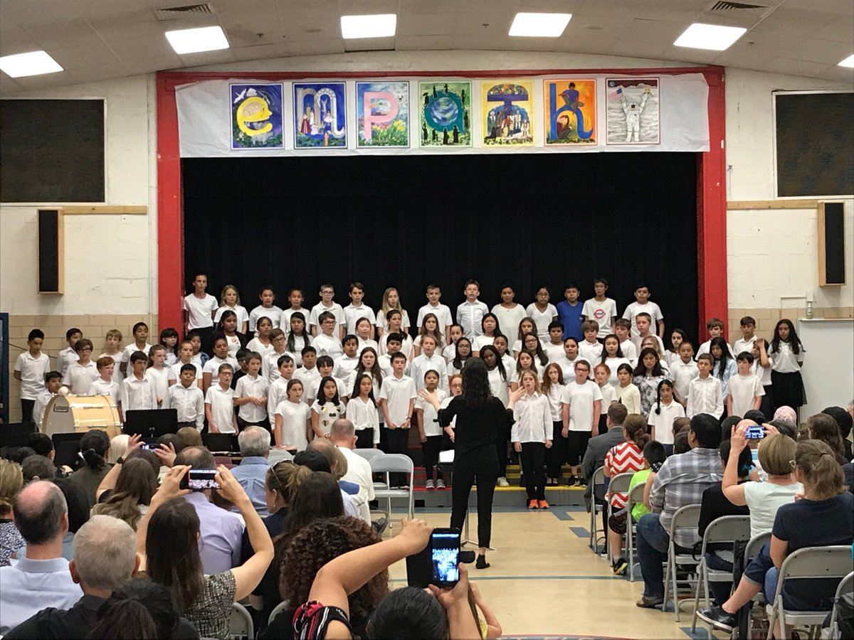 Our chorus starts the night and sets the mood! <a target='_blank' href='http://search.twitter.com/search?q=kwbpride'><a target='_blank' href='https://twitter.com/hashtag/kwbpride?src=hash'>#kwbpride</a></a> <a target='_blank' href='https://t.co/eUBTeAdazj'>https://t.co/eUBTeAdazj</a>