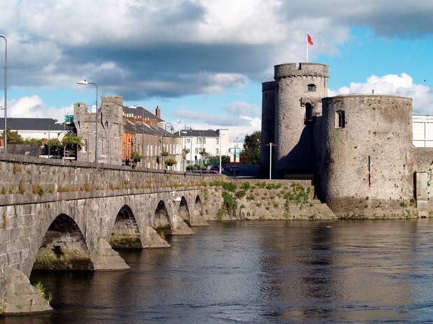 In @jjbowlespub we've vetted all the local election candidates for Limerick City North. We believe the following 4 are doing the best for our city:  Clarke, Ruth Hayes, Des Leddin, Brian O'Connor, Brian  Please consider them when voting tomorrow.   #LuimneachAbu<br>http://pic.twitter.com/Id5pcYDlJz