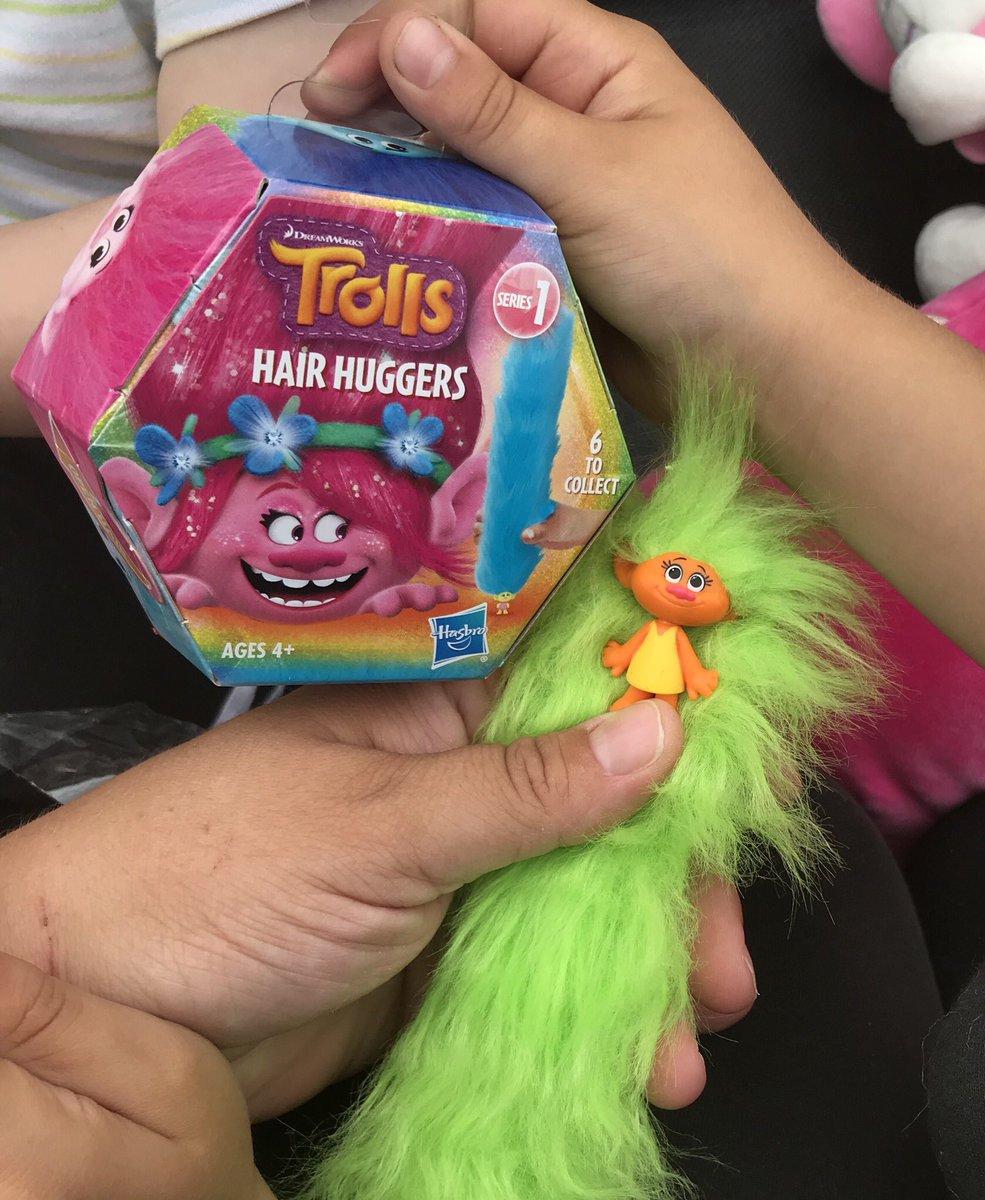 What is the name of this green haired troll?  We love these hair huggers! #trolls #trollsmovie #trollshairhuggers #kidstoys #hasbro #dreamworks @Hasbro @Trolls pic.twitter.com/OZTsm4X8eJ