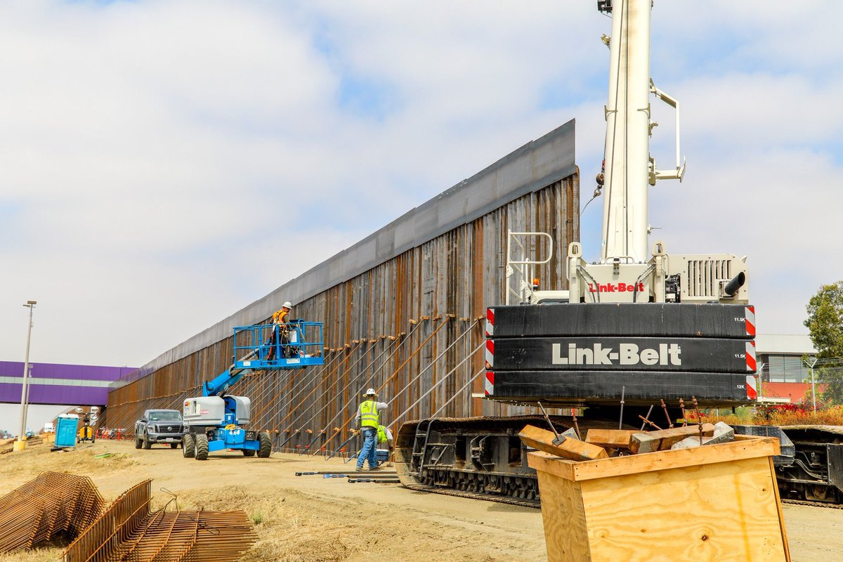 Construction is underway in San Diego for 14 miles of secondary border wall. As of May 15, 2.1 miles of secondary wall have been constructed. These photos were taken on May 13. Construction is estimated to be completed in January 2020 - CBP <br>http://pic.twitter.com/DxdzC8hePJ