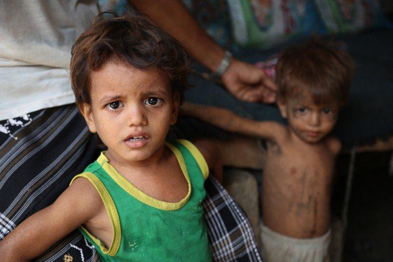 ماذا يفعل #الحوثي بالمساعدات؟.. هكذا تتضح تفاصيل انعدام الإنسانية لديه.http://sabq.org/ZRt4zQ