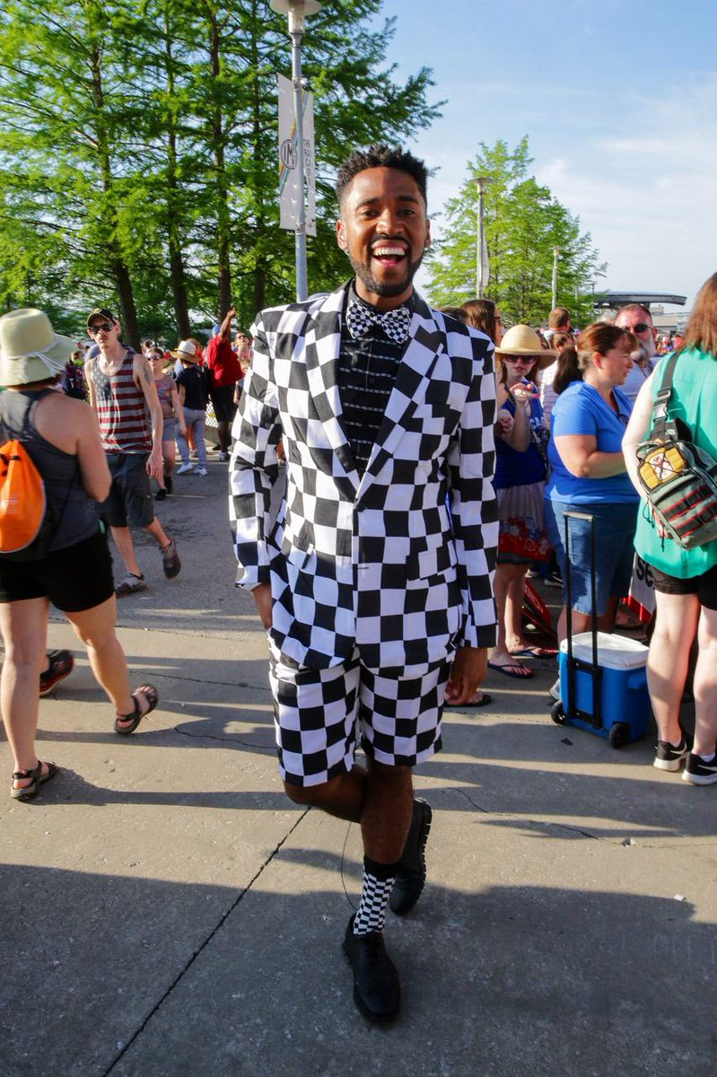 #TBT to the #Indy500 last year!  I clearly went for a very modest look for the @FOX59 race day special... 🏁🏁🏁🏁🏁#ThisIsMay #LoveIndy
