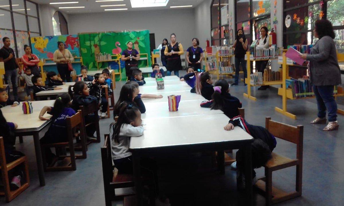"""Con el fin de acercar a la comunidad a las bibliotecas, alumnos de 3ro. de preescolar realizaron una visita guiada a la Biblioteca Central """"General Vicente Guerrero"""". Disfrutaron de un cuenta cuentos y la proyección de un documental, como parte de la campaña """"Adopta un CENDI""""."""