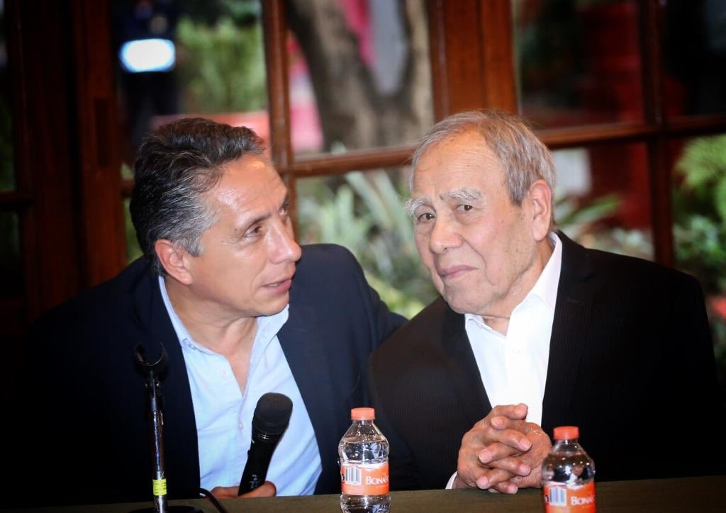 """Fue un placer acompañar al maestro Diego Rosales en el merecido homenaje que se le rindió en la Casa de Cultura """"Jesús Reyes Heroles"""". Gracias maestro por todo el legado artístico y cultural que le ha dejado a Coyoacán."""