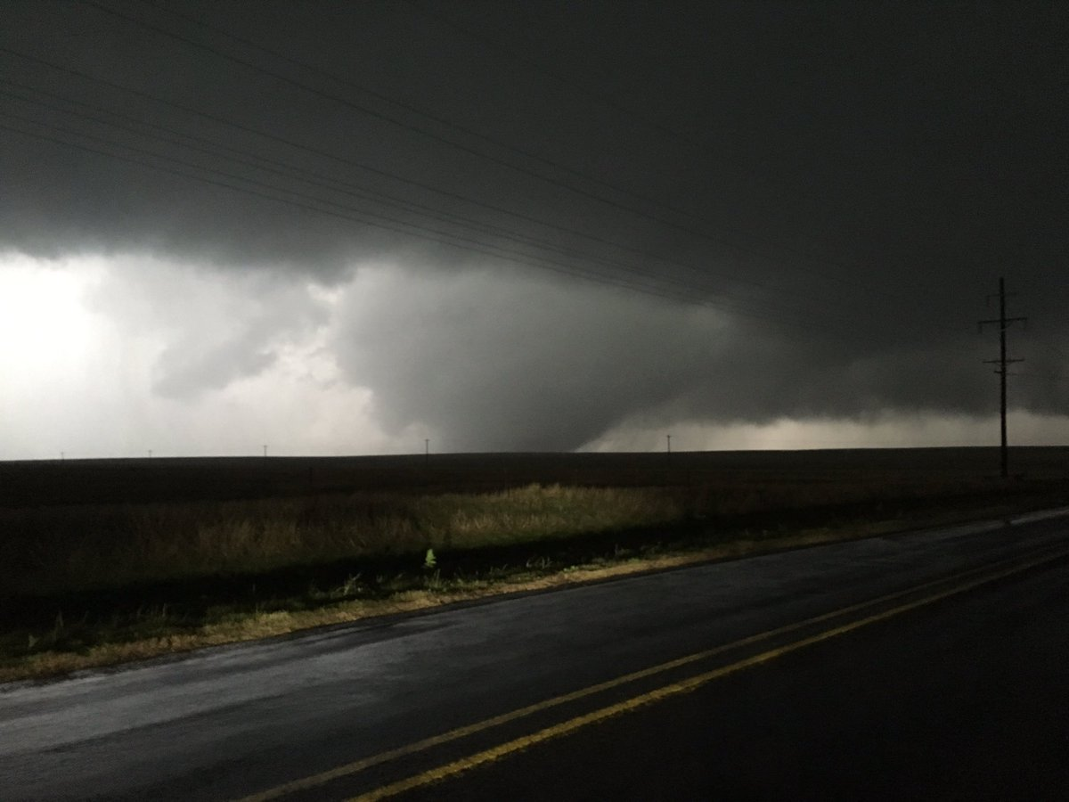Large wedge tornado NW of Canadian #txwx