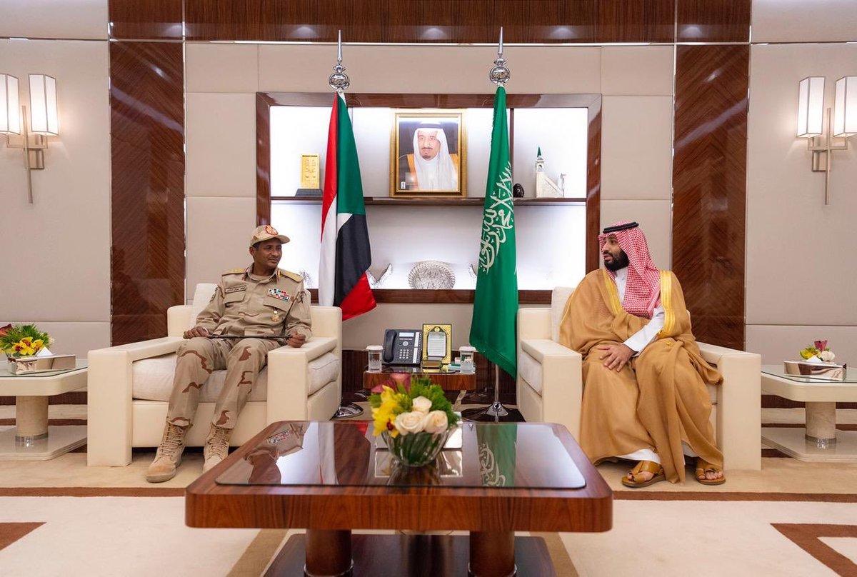 صور:سمو #ولي_العهد يستقبل نائب رئيس المجلس الانتقالي السوداني.
