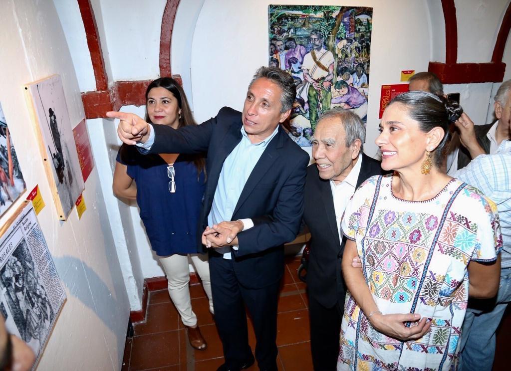 Con motivo del homenaje al maestro Diego Rosales, se exhibieron obras del artista, escritor y antropólogo, conocido por el colorido de sus murales, su pasión por la pintura, su colección prehispánica y sus poemas.