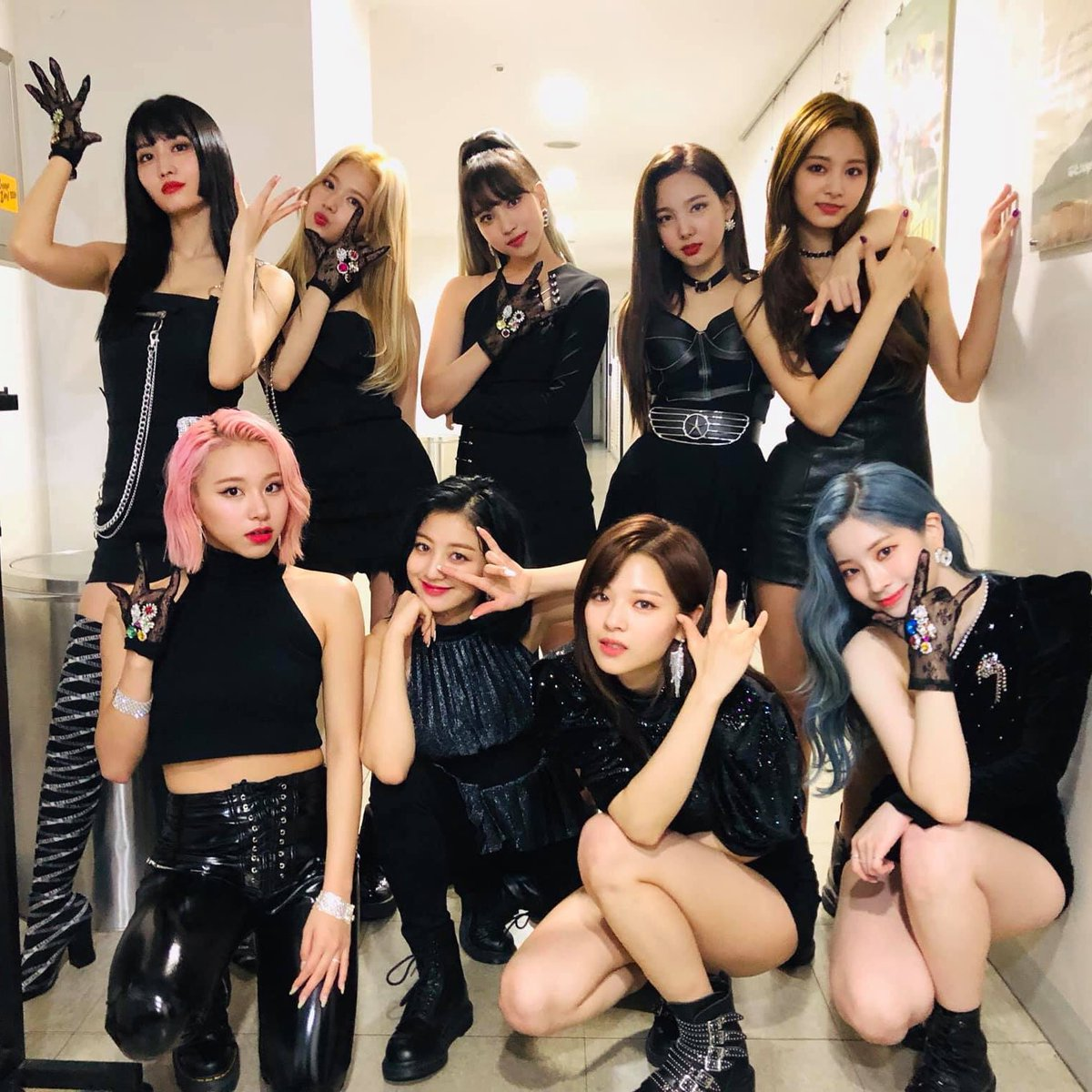 Cheer up baby! TGIF!  Singtel pre-sale for #TWICELIGHTSINSG starting at 1000h! R u all ready!?   : TWICE Official Facebook<br>http://pic.twitter.com/wgGMEV6NfF
