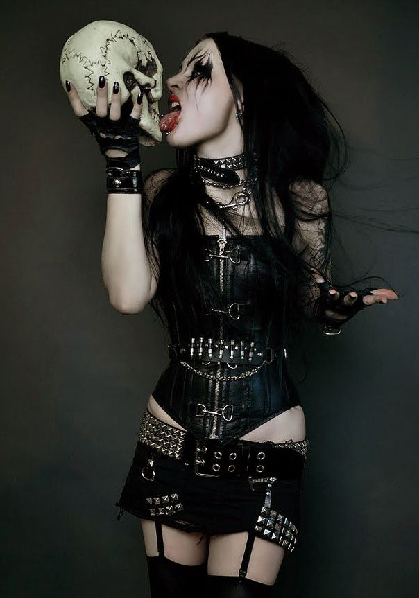 naked-sexy-punk-emo-black-metal-girls