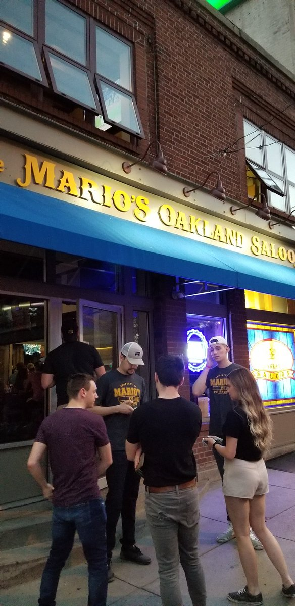 Mario&#39;s Oakland Pitt alumni approved  ...but the floors aren&#39;t sticky enough<br>http://pic.twitter.com/tf6CBMAv8r