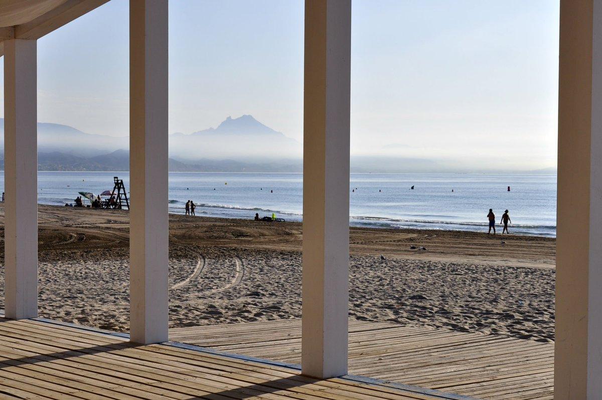 #Mediterráneoenvivo  para despertar tus sentidos esta mañana. Vive las playas de #Alicante  #Felizviernes 🌞😎🏖️🌴🍹 #EstoesAlicante #playas #lasmejoresplayas
