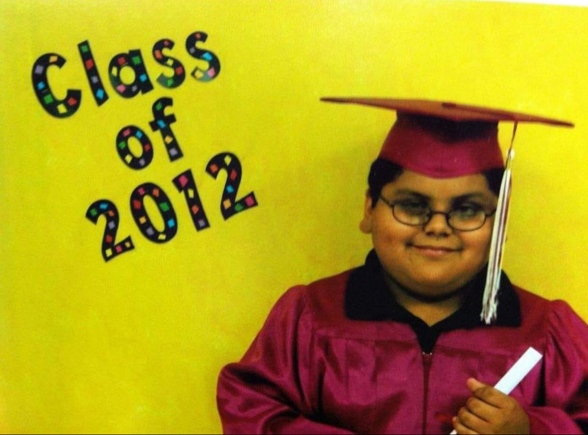 Dis how I'm pulling up to graduation on Saturday <br>http://pic.twitter.com/ts82d3oKf2