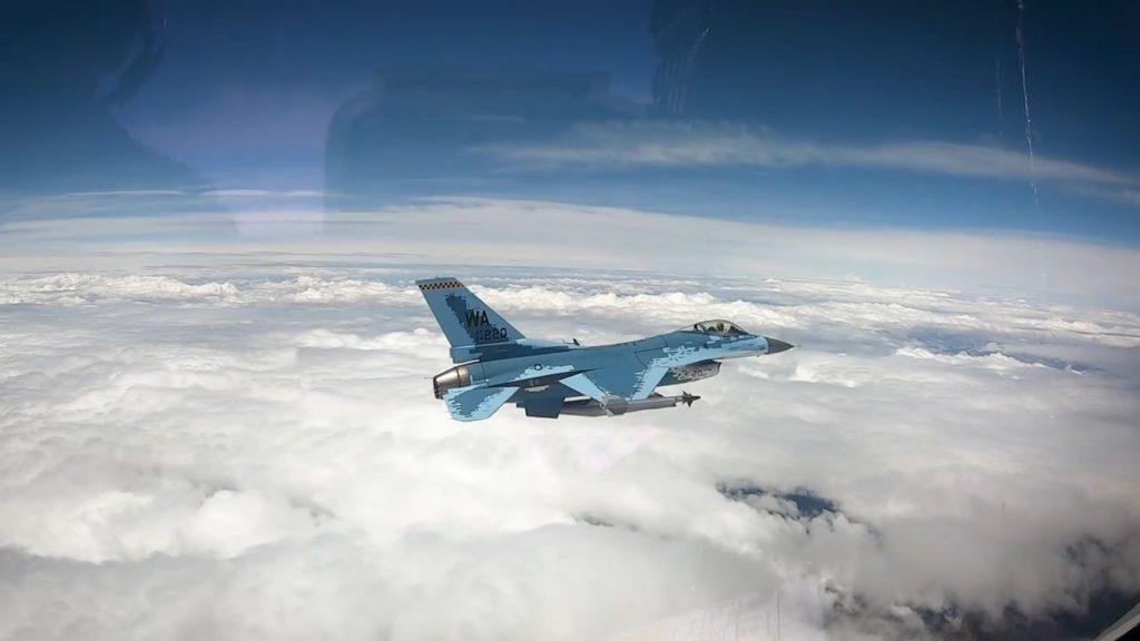 الكشف عن مقاتله F-16 بالتمويه الروسي  D7TLjc7UwAAsYpE