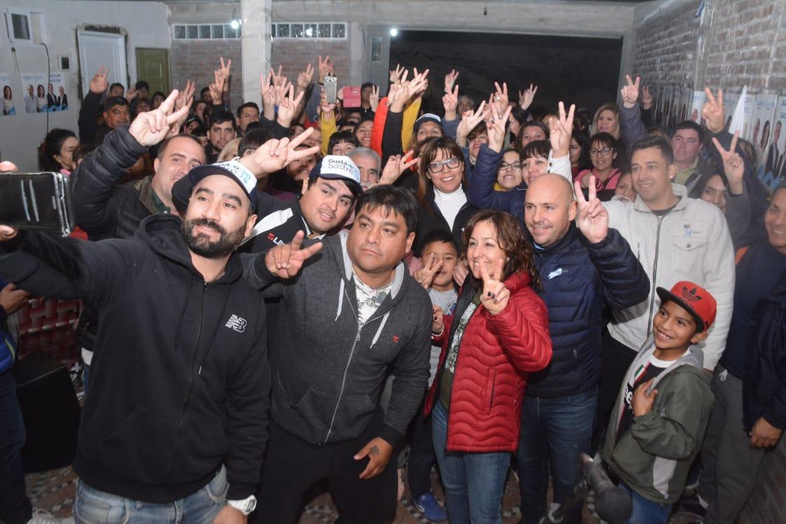 """Con @Gus_Sastre acompañamos la inauguración de la agrupación """"La 14"""". La fuerza de la militancia nos motiva día a día hasta el 9 de junio, para llevar a cada rincón de #Madryn nuestra propuesta de gestión #ChubutGanaSiEstamosTodos"""
