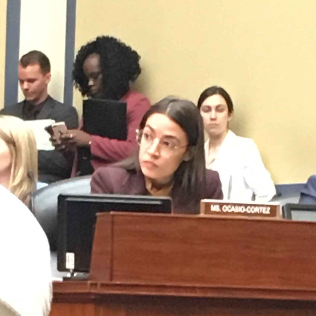 4/ HIGHLIGHTS: - Exchanging a smile with @AOC during a hearing. It made my year... I've been floating ever since.