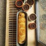 この猫は食パンになった夢でも見てるのかな良い焼き加減です
