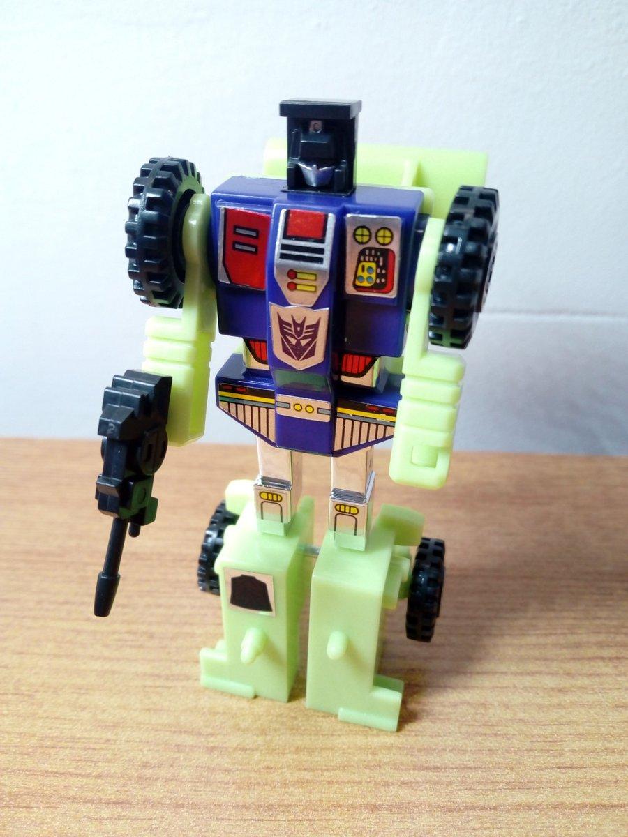 Construction number 5 - Scrapper! #transformers #deskbot