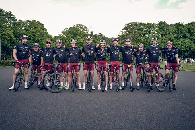 """Geschafft! Die Charity-Radtour """"VELO-X"""" ist zu Ende mit der Zieleinfahrt ins..."""