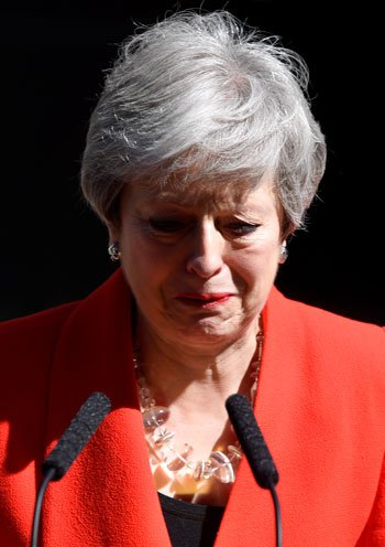 شاهد .. دموع #تيريزا_ماي أثناء إعلان استقالتها من رئاسة الحكومة البريطانيةhttp://www.youm7.com/4255310