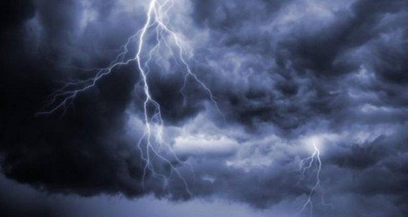 """""""#الأرصاد"""": أمطار رعدية مصحوبة بزخات من البَرَد على #نجران و #جازان و #عسير و #الباحة و #مكة و #المدينة.http://sabq.org/2kRLbB"""