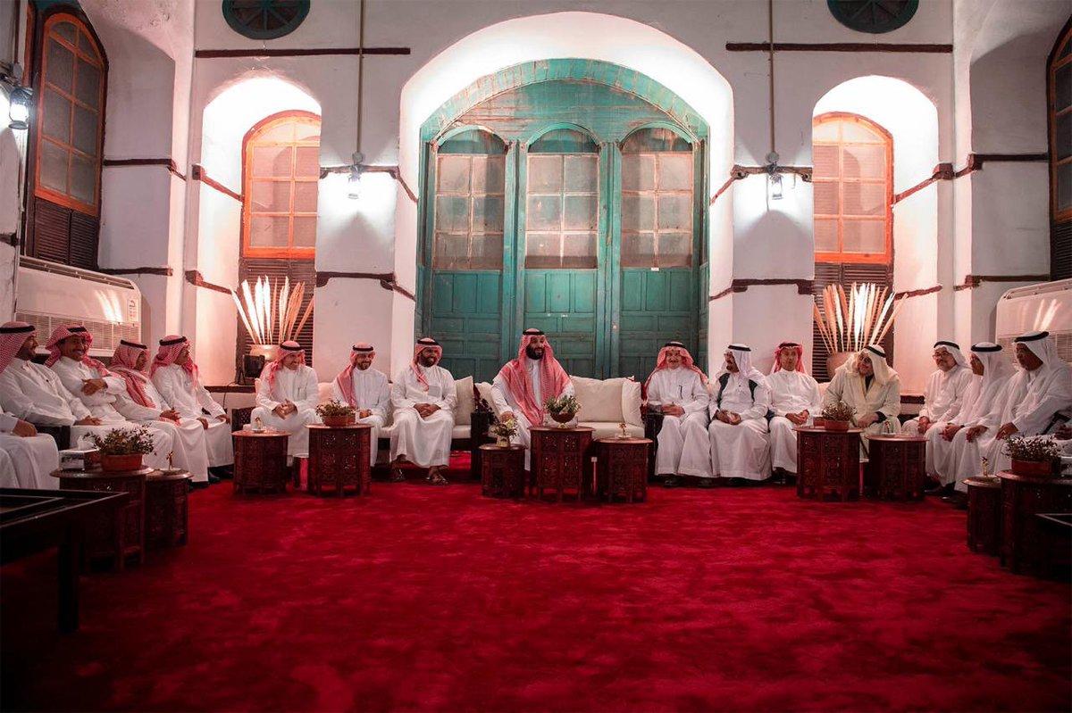 صور: #ولي_العهد يلتقي مجموعة من المثقفين السعوديين.
