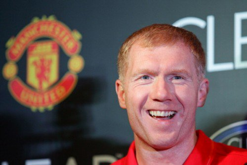 """🗣""""Giggs' semi-final goal against Arsenal was a special moment which kept us alive. Peter Schmeichel obviously saved a penalty after Phil Neville gave the foul away - obviously trying to ruin the treble""""  😂😂😂 Paul Scholes absolutely rinsing Phil Neville   🇾🇪#MUFC #Treble99"""