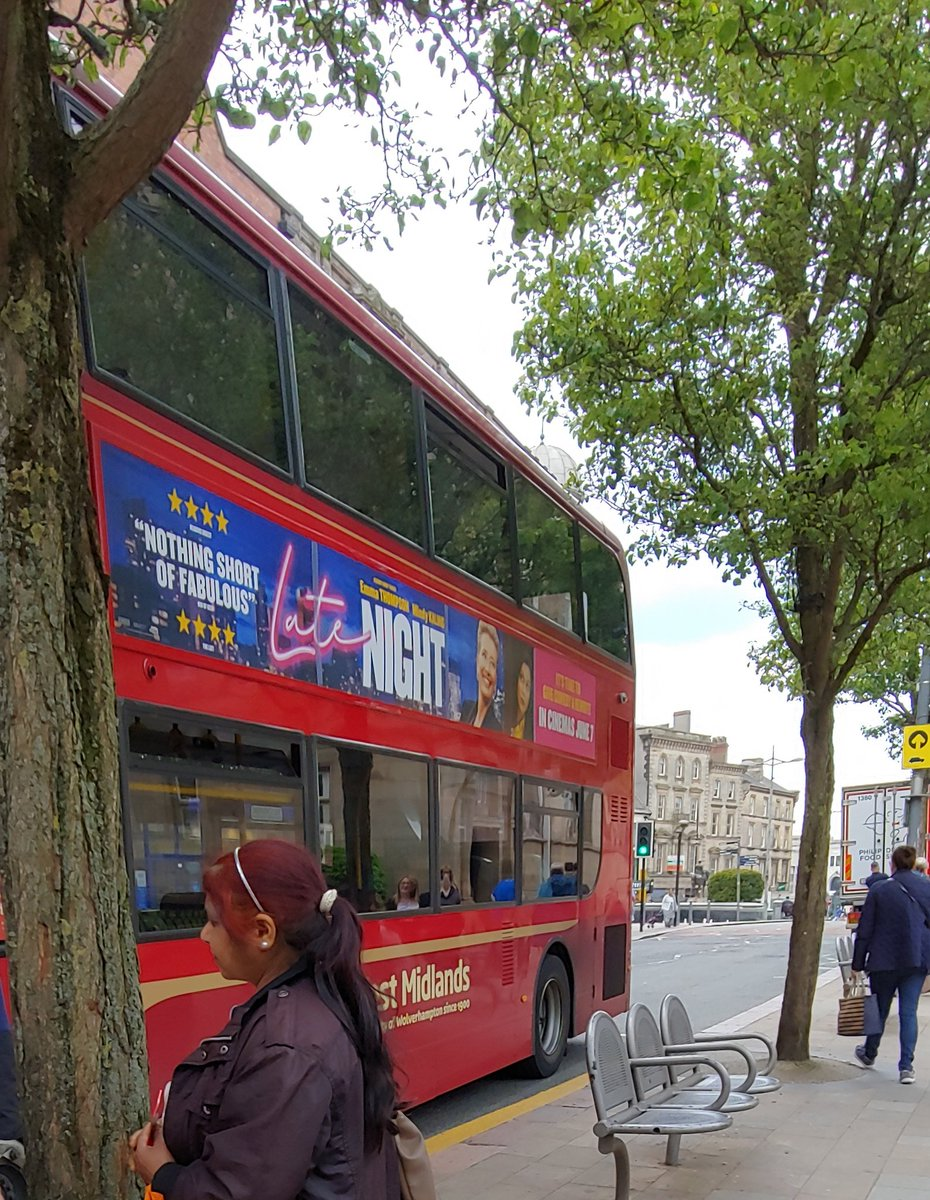 Oh dang. @mindykaling on a uk bus. I am loving this indian rep #LateNightMovie