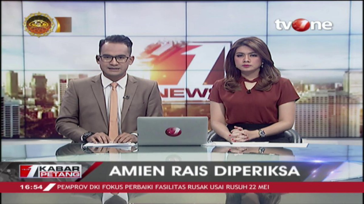 Ketua Dewan Kehormatan PAN, Amien Rais hari ini memenuhi panggilan penyidik Ditreskrimum Polda Metro Jaya.Update berita terkini hanya di tvOne connect, android http://bit.ly/2CMmL5z  & ios http://apple.co/2Q00Mfc #tvOneNews
