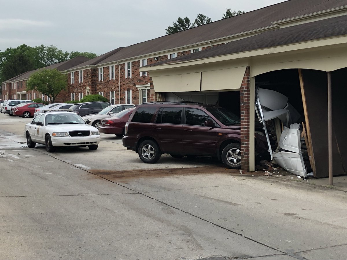 VEHICLE vs BUILDING: IMPD tells me no one was hurt when this SUV hit a garage in the the Spinnaker Court Apts on W. 38th St near High School Rd. 1 car inside of the garage was damaged as well. #NewsTracker #Daybreak8 <br>http://pic.twitter.com/venZ9c25qT