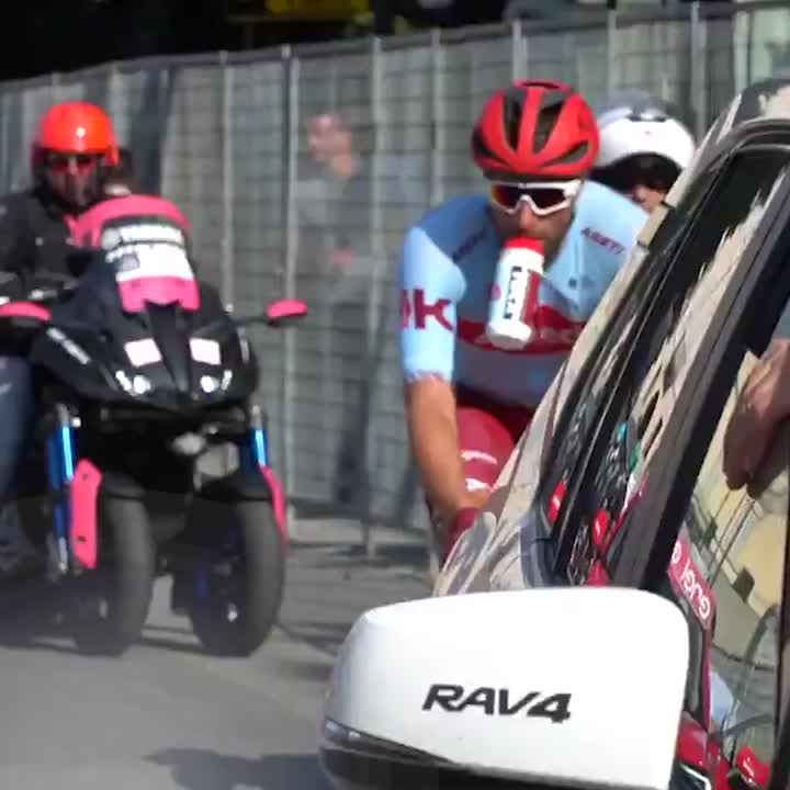 Foolish fan tries to rip a bottle from a rider's MOUTH at the Giro d'Italia  Gets what he deserves 🤬🤬🤬   (📽: @junimba)