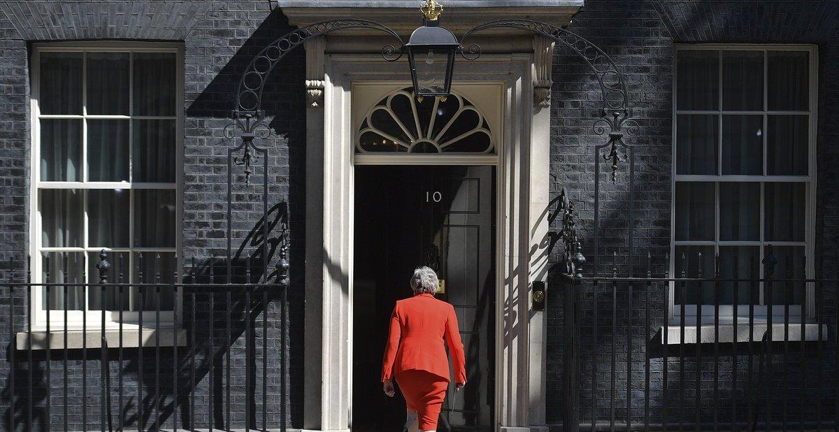 """#ACTUALIZACIÓN""""Lo intenté tres veces pero no fui capaz de lograr que el Parlamento aprobase el texto"""",  dijo Theresa May, visiblemente emocionada y con la voz quebrada (VIDEO) http://bit.ly/2W1mA0Z"""