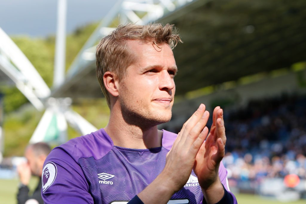 From the Terriers to the Toffees. Everton will sign Jonas Lossl from Huddersfield once the goalkeeper's contract expires.https://bbc.in/2VMyreg  #efc