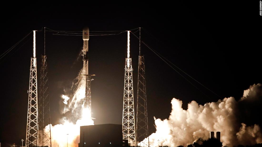 See SpaceX launch 60 internet satellites into orbit SpaceX deployed 60 satellites into low-earth orbit in what could be the first step toward internet access for the entire planet. http://twib.in/l/gEg59ndE78ya #Video #USRC