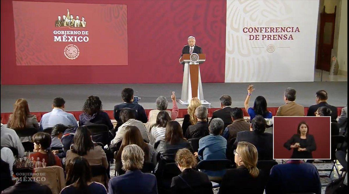 """""""Se acaba el huachicol en las medicinas y también el huachicol en la educación"""", señala López Obrador sobre las acciones contra la corrupción. Además agregó que iniciará también 'la limpia' en CFE.  EN VIVO: http://bit.ly/2VGiDKW"""