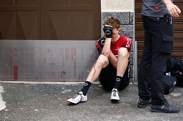 #VamosEscarabajos Tao Geoghegan Hart sufrió una caída en la etapa 13 del Giro de Italia y tuvo que retirarse https://buff.ly/30CVpsd