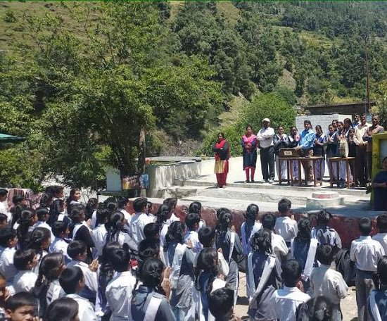 Inter College Banjabgarh at Vikaskhand Ghat in #Uttarakhand starts an initiative to recite 'Goddess #SaraswatiVandana' in #Garhwali language at the start of every day in order to promote and preserve the language among students. The decision is appreciated by many.