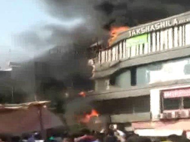15 students dead in Surat coaching centre fire, many jumped off buildinghttps://www.ndtv.com/india-news/huge-fire-at-multi-storey-building-in-surat-18-fire-engines-at-the-spot-2042615…