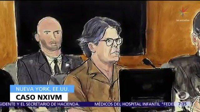 En Nueva York, se presentó el testimonio de la mexicana Daniela durante el juicio contra Keith Raniere, líder de NXIVM, secta acusada de someter a mujeres como esclavas sexuales #DespiertaConLoret con @CarlosLoret