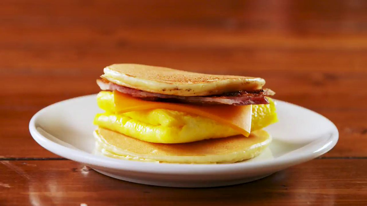 Image for the Tweet beginning: Easy keto-friendly breakfast, right this