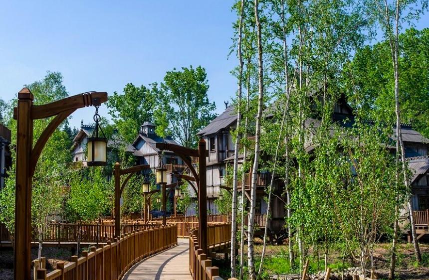 """Les parcs français 🇫🇷 dans le Top 2⃣0⃣ """"EMEA"""" :   1⃣. Parc Disneyland (@DisneylandParis) 9,8M 2⃣. Parc Walt Disney Studios  5,2M 🔟. Puy du Fou (@PuyduFou) 2,3M (📈 +2%) 1⃣4⃣. Parc Astérix (@ParcAsterix) 2,1M (📈 +8,7%) 1⃣8⃣. Futuroscope (@futuroscope) 1,8M (📉 -7,5%)"""