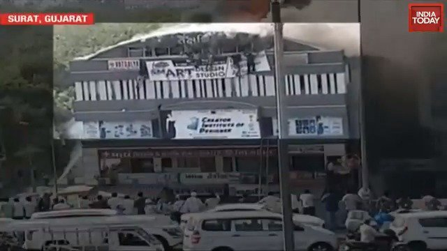 Horrifying video of Surat coaching centre fire shows kids falling off second floor #ITVideo http://bit.ly/it_videos