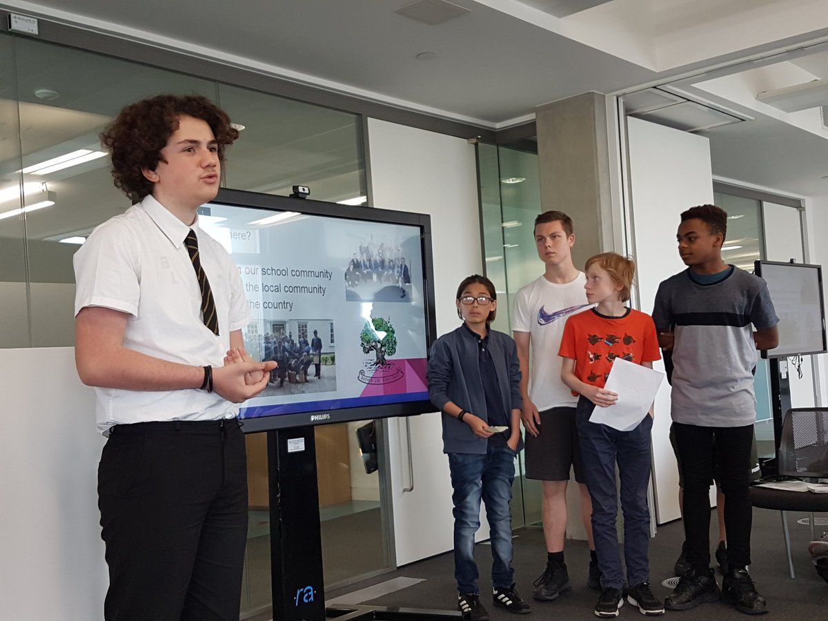 @CamdenSustainers member, William Ellis school, describing how they are planning to tackle the issue of single-use plastic in their school and the community to Camden's sustainability dragon's den panel @TroupBywaters @AlaraCereals @FHhospitality @UCL_Academy @PowerUpNLdn https://t.co/LhLXKka1Oz