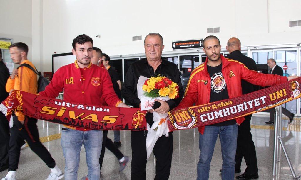 Şampiyon Galatasarayımızı Sivas'ta havaalanında karşıladık ! #ultrAslanUNI