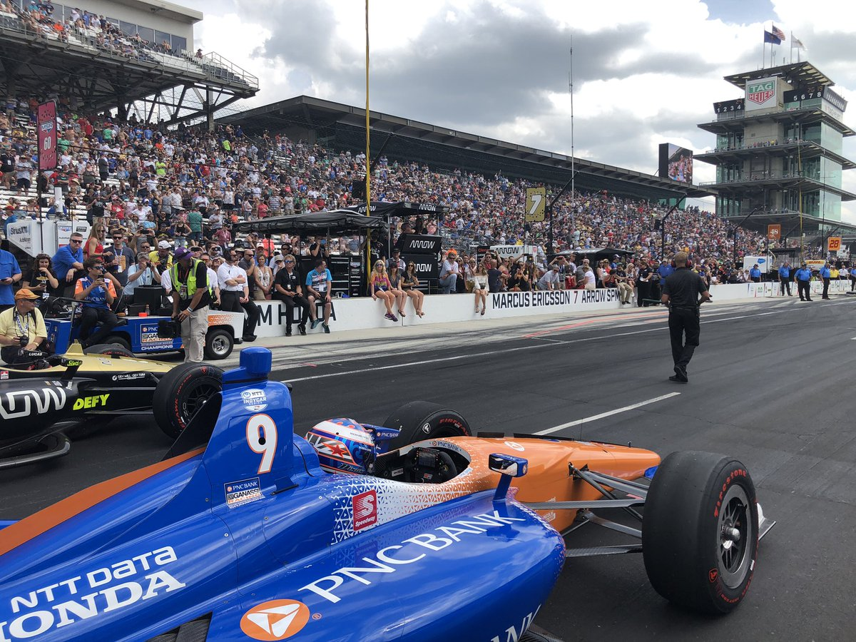 What an engaged & massive #CARBDAY crowd - Congrats @Ericsson_Marcus for the best 2 out of 3 #PitStopChallenge w/2 @HondaRacing_HPD cars in the final; now onto  @CGRTeams #INDY500