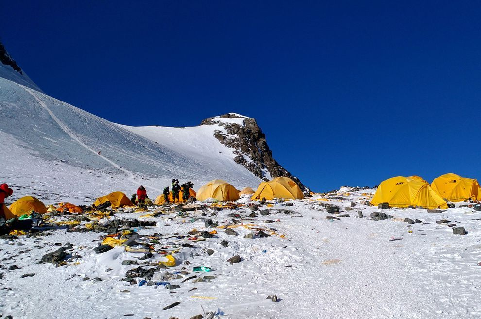 These traffic jams on Mount #Everest are getting more common -- and deadlier. https://mnatu.re/30JNrNK
