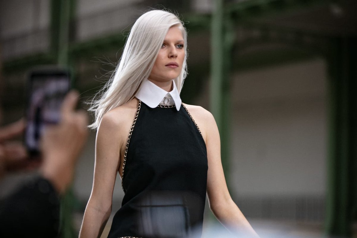A minimalistic long evening dress in black linen with a white removable stiff shirt collar which elongates the silhouette through the contrast of black and white #VirginieViard #LarlLagerfeld #DestinationCHANEL | http://espritdegabrielle.com #espritdegabrielle © #CHANEL