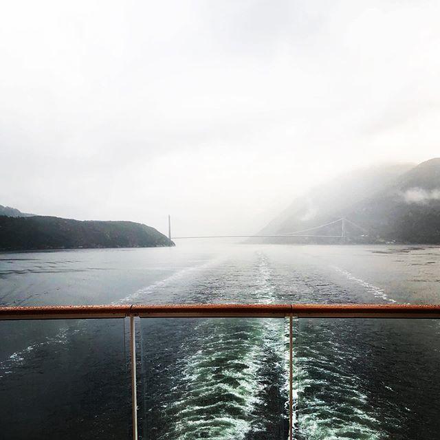 E I D F J O R D, NORWAY • #Throwback #AIDAsolMomente #reisen #wellen #norway #norwegen #fjord #cruise #cruiseship #aidacruises #love #liebe #hobby #urlaub #travel #travelblog #travelblogger #followmearound #auszeit #aussicht #kreuzfahrtverbindet #… http://bit.ly/2WlQX1Dpic.twitter.com/EMK43Tnw0m