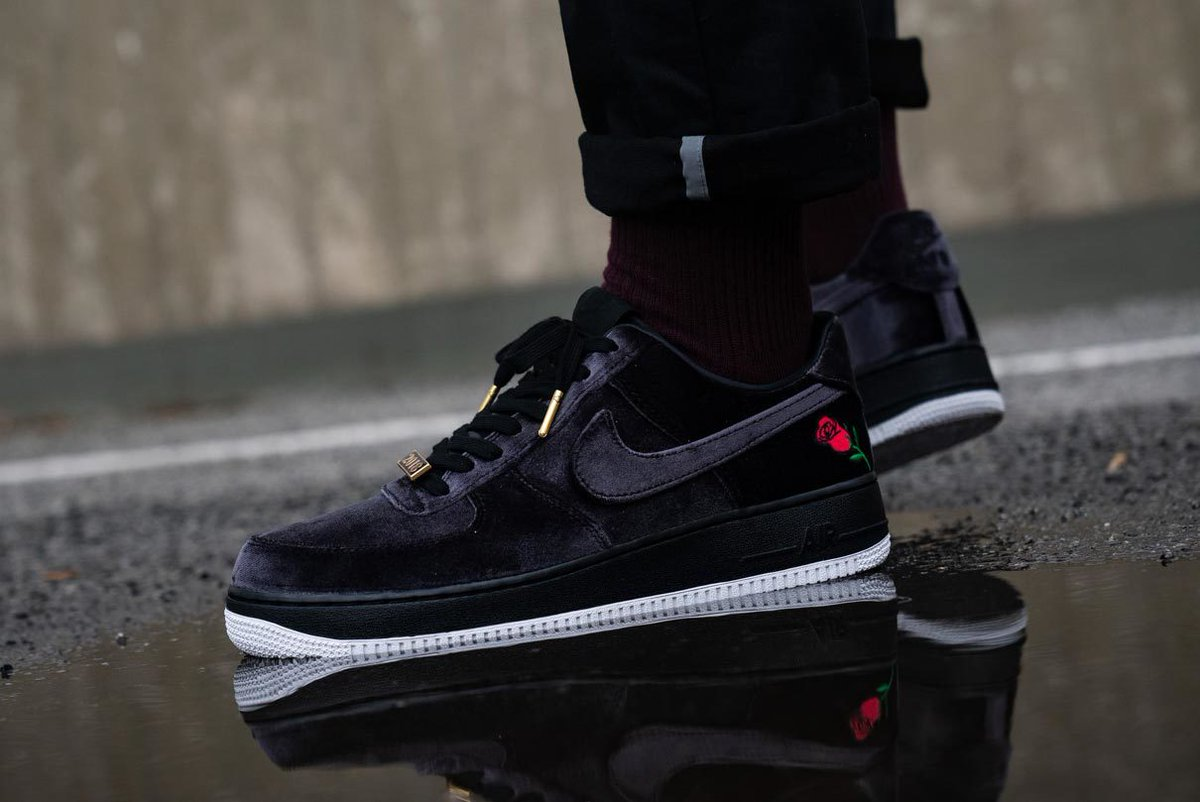 nike air force 1 noir velour