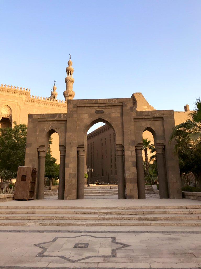 عظيمٌ جمالُكِ يا قاهِرةْ ..أحد أعظم الجوامع التاريخية في #القاهرة و العالم!
