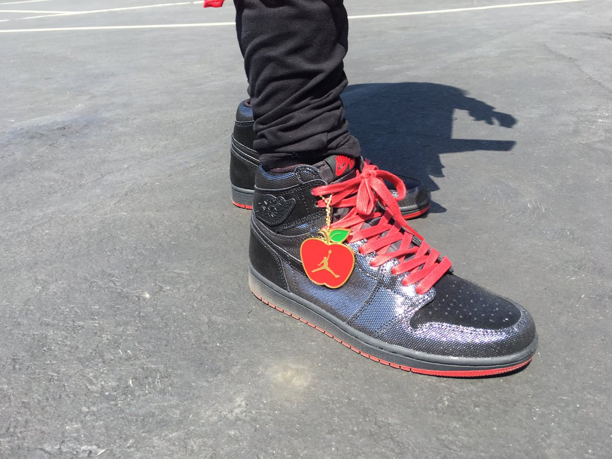 """994200d9c68 Gina uses her """"sneaker hipness"""" to keep kids in school. Tonight on  @nbcbayarea @telemundo48 @ShoePalace #AirJordans pic.twitter.com/NH9TvyPuSL"""